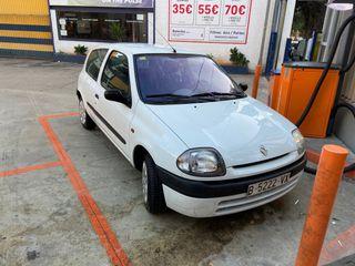 Renault Clio 1999 en bon estat, 100.000 km.