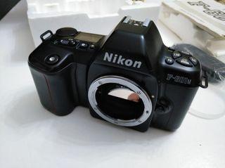 Cámara analógica Nikon F-601-M