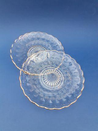 Antiguos platos de cristal