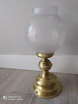Lámpara de mesa, ideal para dormitorio