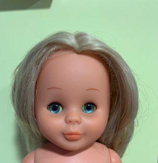 Nancy de los años 70, ojos azules.