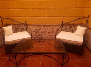 Se vende mesa y dos sillas de hierro forjado