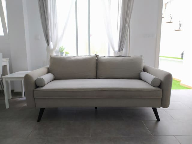 Sofá gris de 3 plazas