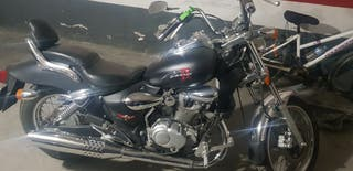 se vende moto custom kimco zing II de 150cc.