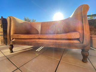 Sofá de piel antiguo