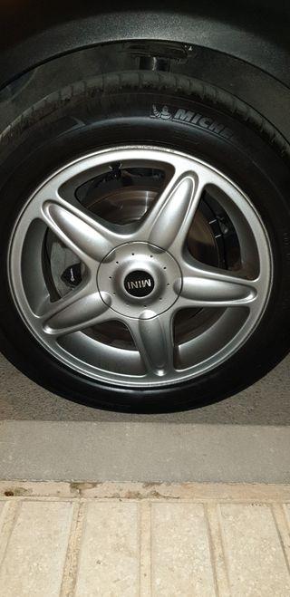 Llantas y neumáticos mini