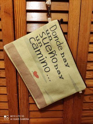 Bolso de mano con mensaje .