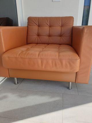 sofa ikea piel de vacuno color marron