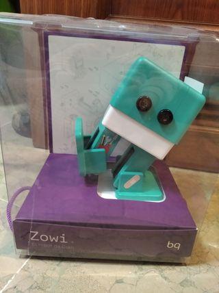 Zowi robot de Clan (en su caja)