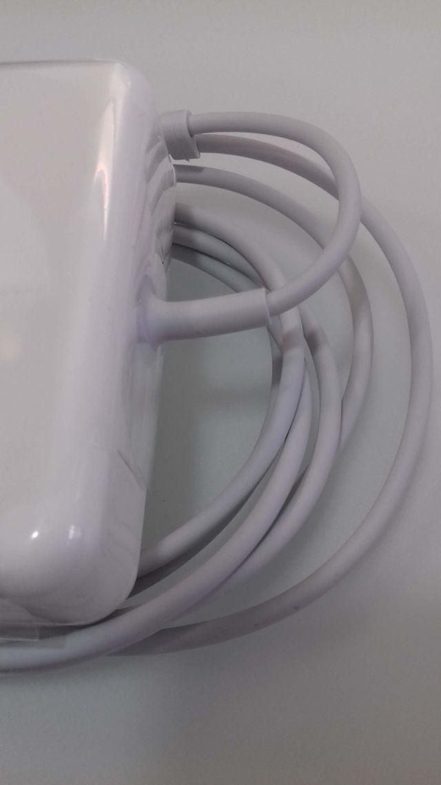 Nuevo cargador para MacBook Pro 15 pulg. Impecable
