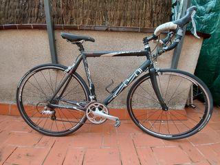 Bicicleta de carretera MMR Sport.