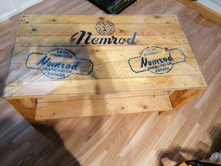 Mesa de centro con logos equipos de buceo nemrod