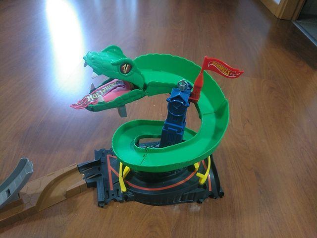 Hot wheel city cobra