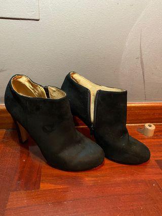 Botines de tacón negros