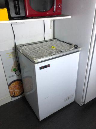 Congelador arcón con puerta abatible de cristal