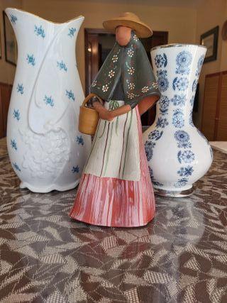 Pack 2 jarrones cerámica + figura terracota