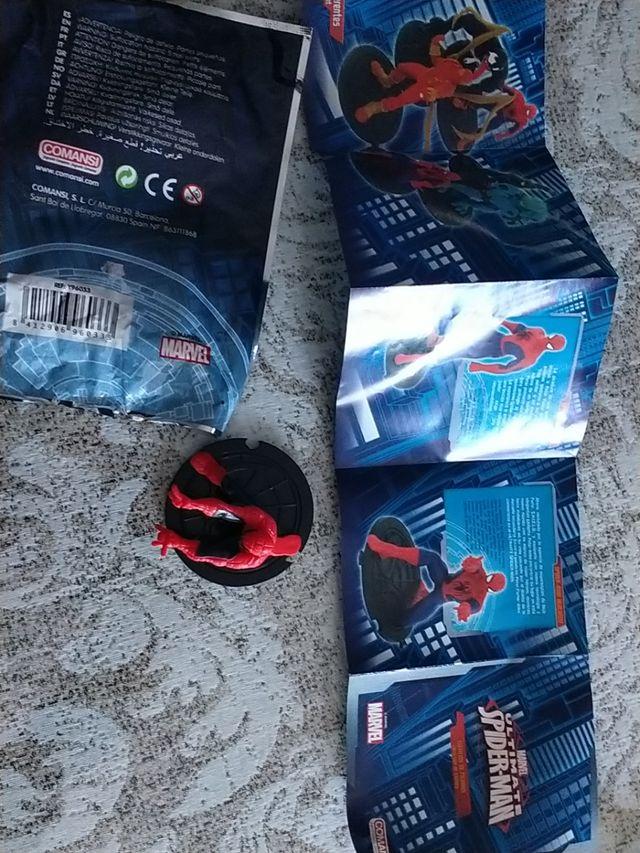 Spiderman figura con su embalaje original y