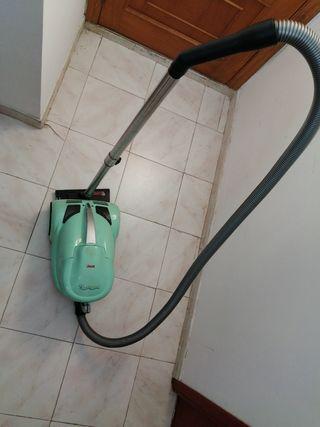 Aspiradora Polti con filtro de agua