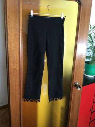 Pantalón negro. T 38.