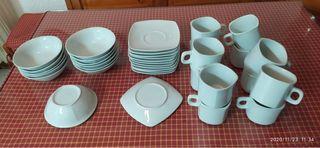 Tazas de desayuno y holes