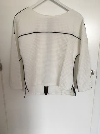 Jersey blanco con ribete polipiel negro
