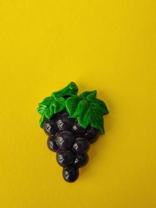imán de nevera en forma de racimo de uva