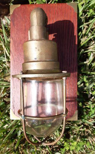 Lámpara náutica de bronce