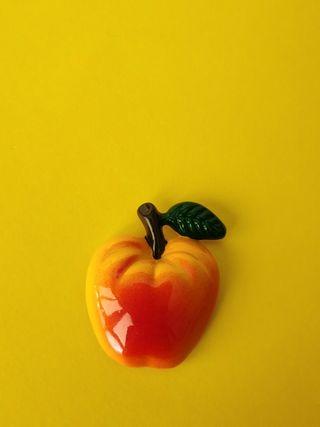 imán de nevera en forma de manzana