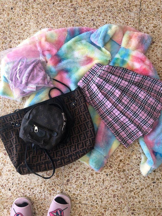 Set de ropa y bolsos