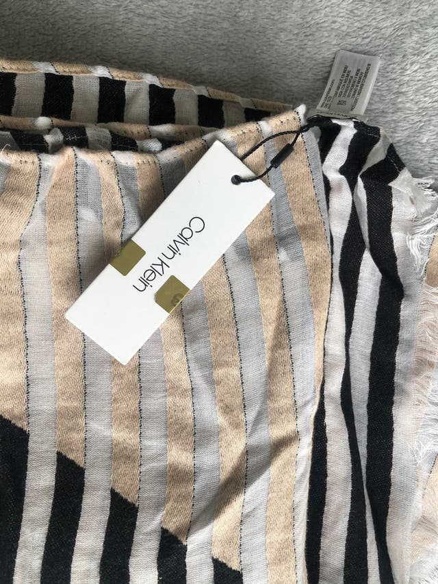 Pañuelo Calvin Klein - NUEVO!
