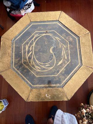 Mesa octogonal.
