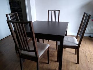 Extendable dinner Table and 4 chairs. Mesa.