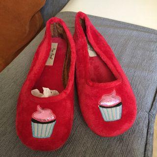 Zapatillas rojas de estar por casa