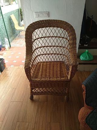 sillón de mimbre
