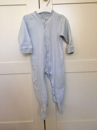 Pijama rayitas blancas/azules, talla 74, 6-12 mese