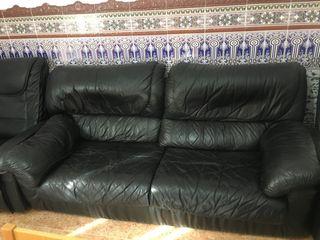 Dos sofás grandes y dos sillones