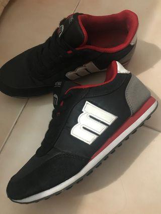 Zapatillas Mustang negras
