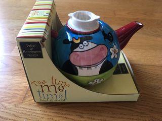Tetera y taza de ceramica nueva
