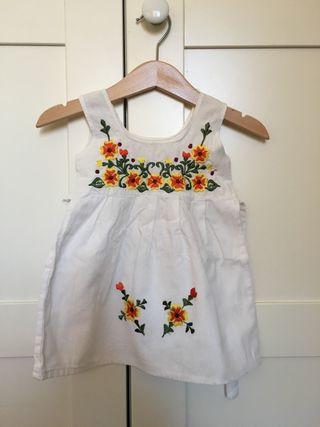 Vestido tradicional, 12 meses
