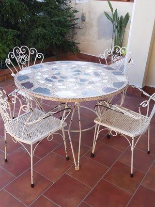 Mesa de mármol y 4 sillas de terraza