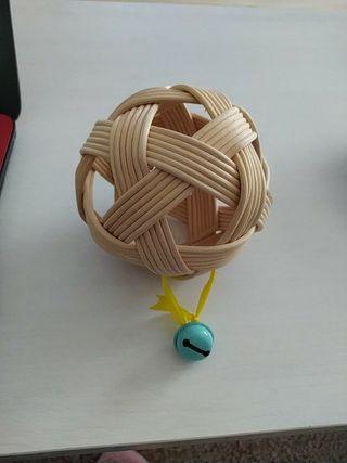 pelota pikler con sonajero sensorial
