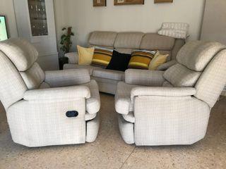 2 sillones reclinables y 1 sofá de tres plazas