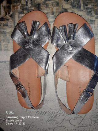 sandalias para. niña marca. zara numero. 32
