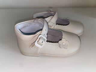 Zapatos merceditas en piel de la talla 21