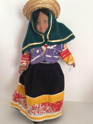 Muñeca de porcelana Perú