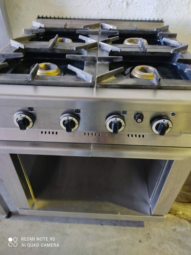 cocina industrial de cuatro fuegos