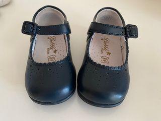 Zapatos merceditas azul marino en piel de la talla
