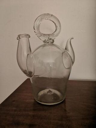 Antiguo cántaro de vidrio