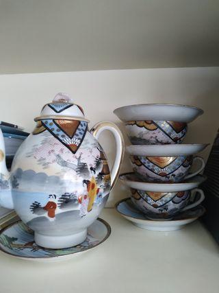 cafetera/tetera/platos/tazas