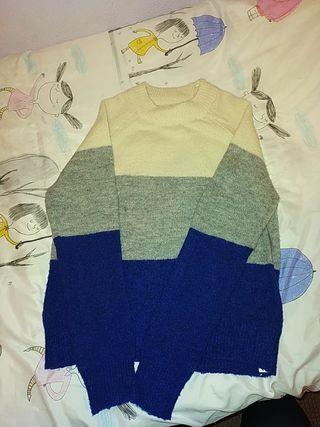 Jersey de rayas azules, grises y blancas.